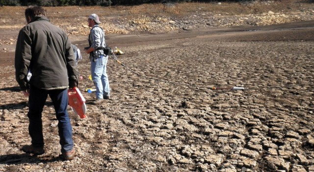 Degraded mudcracks on a higher drier part of the lake bed.