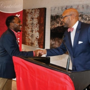 President Hemphill shakes hand with an alumni at a Radford University alumni outreach event