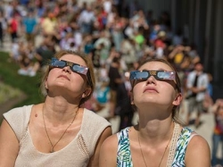 Radford University students and community members watch the solar eclipse on-campus.