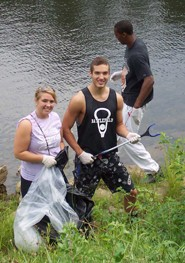 RU students cleaning up the New River