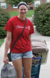 Jesse Miedema helps new students move in.