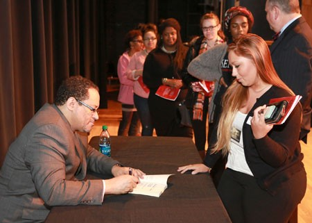 Micheal Eric Dyson signs books