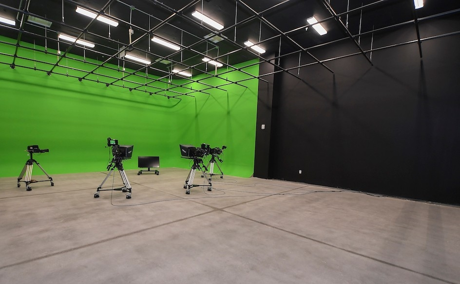 "video studio with ""green screen"""