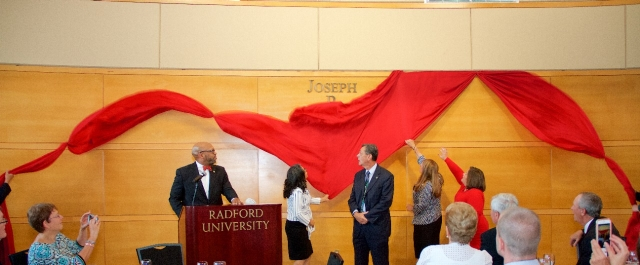 First Lady Marisela Rosas Hemphill and Fran Scartelli unveil the Joseph P. Scartelli Atrium.