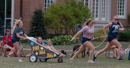 Homecoming17 chariot race action