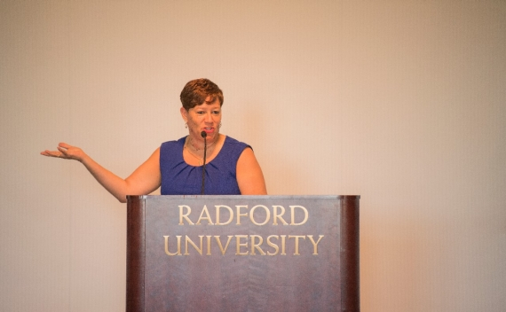 2017 Outstanding Service Award Winner Pebbles Smith '85 gives her remarks after receiving the award at Friday's Alumni Volunteer Leadership Business Lunch and Awards Ceremony in Kyle Hall.