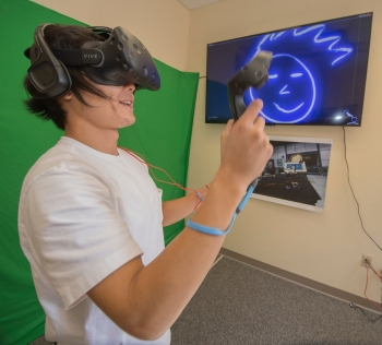 Geospatial Science student Daniel Yoon uses virtual reality technology in Radford University's Cook Hall.