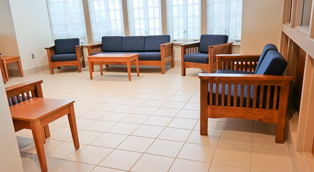 ingles-lobby-seating